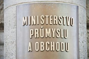 Ministerstvo průmyslu a obchodu - cedule na budově ministerstva v Opletalově ulici v Praze