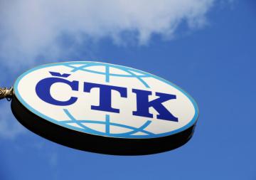 Pohled na poutač s logem ČTK - České tiskové kanceláře, který je umístěn na budově sídla agentury v Opletalově ulici v Praze.ČTK, poutač, logo, znak.