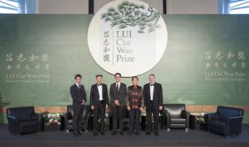 Zleva: Remi Carrier, Dr. Lui Che Woo, Dr. Chiels Liu Chen-Kun, Prof. Yuan Longping, James Earl ´Chip´ Carter (PRNewsFoto/LUI Che Woo Prize Limited)