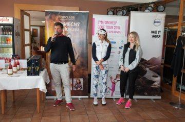 Zahájení turnaje, zleva  organizátor Martin Bešta, Klára Spilková a Lída Šimáčková za Lymfom Help