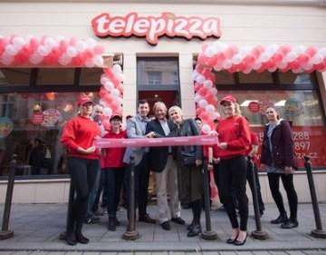 Giorgio Minardi, prezident společnosti Telepizza, a Jakub Šlezar, partner frmy  (PRNewsfoto/Telepizza)