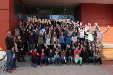 Společná fotografie účastníků regionálního kola po prvním soutěžním dni