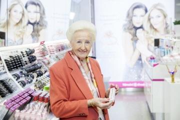 Lady Dermacol slaví 85 let