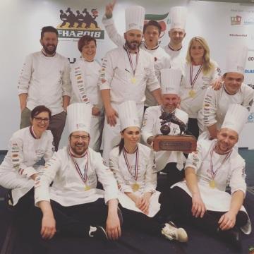 Národní tým kuchařů a cukrářů České republiky vyhrál prestižní kuchařskou soutěž v Singapuru