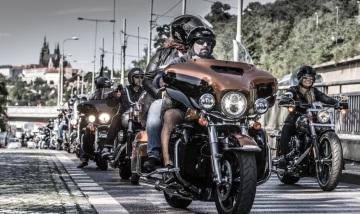 Harley-Davidson si pro své celosvětové oslavy 115. výročí vybral ze všech metropolí Prahu