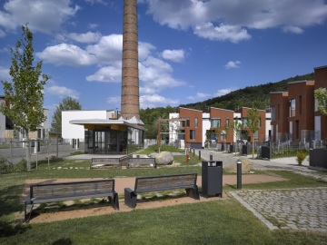 Na místě bývalé Baráčkovy cihelny vznikl koncept padesáti nízkoenergetických řadových domů