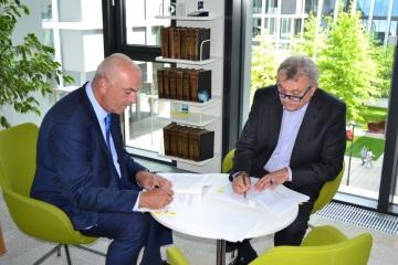 Prezident Hospodářské komory ČR Vladimír Dlouhý podepsal klíčový dokument o spolupráci se společností NEWPS.CZ s.r.o.