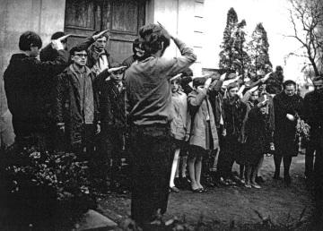 Pohřeb Milana Kadlece, pionýrský oddíl