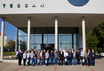 Pozvání na sympozium přijalo šestnáct profesorů z čínských univerzit, které spolupracují s firmou TESCAN