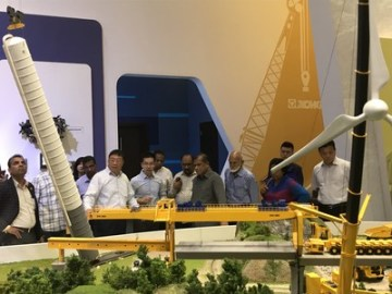 Delegace ze Sri Lanky vedená ministrem R.M. Bandarou při návštěvě společnosti XCMG