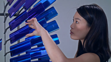 The installation is made up of approximately 2000 pieces of recycled Honor smartphone glass backs and will debut at H Queen's of Hong Kong this December.