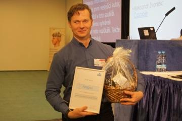 Neslyšící Alexandr Zvonek je jediným autorem, který zvítězil v literární soutěži dokonce dvakrát - na snímku z roku 2016. Foto: Monika Jindrová