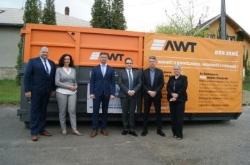 Maciej Walczyk, předseda představenstva AWT (uprostřed vlevo) a Richard Vereš, starosta městského obvodu Slezská Ostrava (uprostřed vpravo)