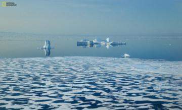 Ledové kry poblíž Baffin Island, Kanada. Fotograf Manu San FĂ©lix. (PRNewsfoto/National Geographic Society)