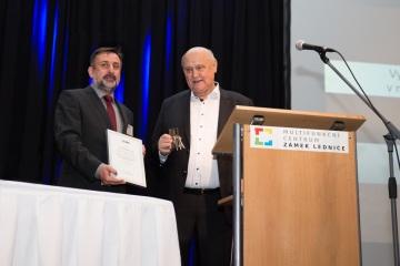 Jaroslav Klíma byl oceněn za zásluhy o rozvoj mikroskopických věd