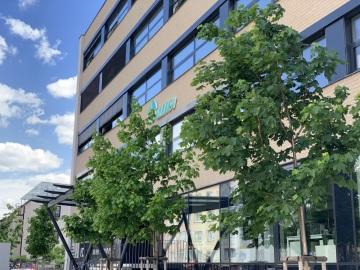 Budova vybavená inteligentními prvky, řešení vzdálené spolupráce a snížení spotřeby elektrické energie o 25 % v celé infrastruktuře
