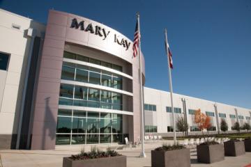 Centrum Richarda R. Rogerse pro výrobu, výzkum a vývoj společnosti Mary Kay Inc. získalo stříbrný certifikát LEED