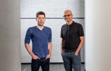 Sam Altman, CEO  OpenAI (vlevo) a Microsoft CEO Satya Nadella.