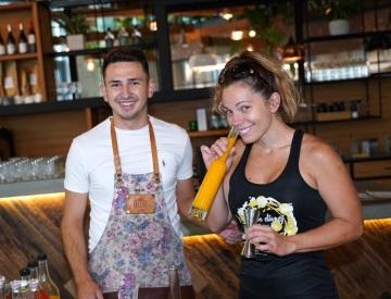 Barman Jan Šebek a zpěvačka Míša Nosková (foto: Jaroslav Hauer)