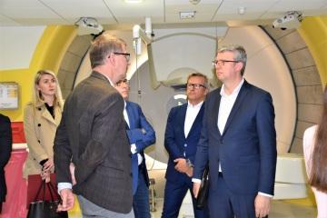 Ministr Karel Havlíček navštívil Protonové centrum