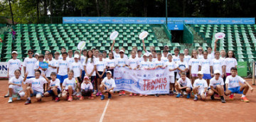 The young tennis players of the Kinder+Sport Tennis Trophy