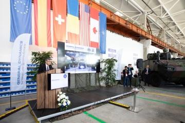 Společnost General Dynamics European Land Systems (GDELS) zahájila výrobu kolových obrněných vozidel Piranha 5 v továrně svého strategického rumunského partnera Uziny Mecanică Bucuresti (UMB)