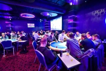 Prahu čeká předvánoční pokerový boj