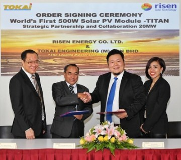 Zleva: Generální ředitel společnosti  Tokai Group Dato\\' Ir. Jimmy Lim; Předseda správní rady TOKAI, Dato\\' Anwarrudin Ahamad Osman; manžer RISEN ENERGY pro Malajsii  Lee Kok Wai; výkonná ředitelka TOKAI  Claudine Lau