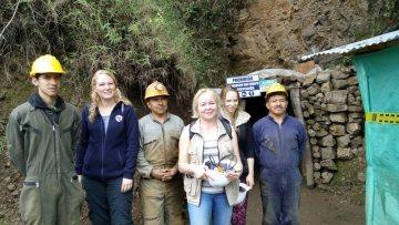 Zlatý důl Iquira v Kolumbii - pracující dělníci