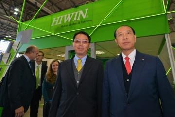 Generální ředitel společnosti HIWIN Technologies pan Eric Y.T. Chuo (vpravo)