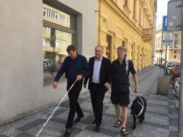 Pavel Sehnal předal dar nevidomým sportovcům z TJ Zora Praha