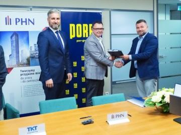 Zleva: Tomasz Górnicki (viceprezident PHN), Marcin Mazurek (CEO PHN), Piotr Kledzik (CEO PORR S.A.) © PHN