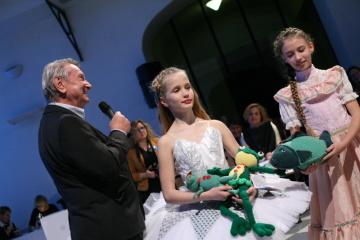 Panenku do aukce pro UNICEF věnoval již po sedmé také herec Josef Dvořák. © Tomáš Jubánek