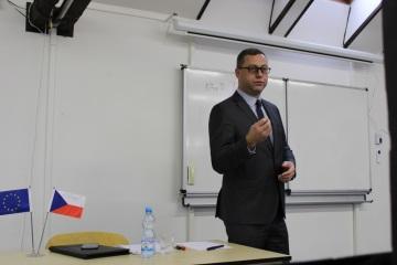 Nejvyšší státní zástupce Pavel Zeman přednášel na Škole mezinárodních a veřejných vztahů Praha