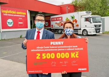 Maloobchodní řetězec Penny věnuje prostřednictvím potravinových bank potřebným lidem potraviny a další  zboží v celkové hodnotě 2,5 milionu korun, od května po dobu pěti měsíců vždy po 500 tisících korunách.