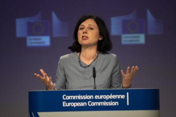 Od prosince 2019 je Věra Jourová místopředsedkyní Evropské komise a komisařkou pro hodnoty a transparentnost. Loni na jaře ji časopis Time zařadil mezi 100 nejvlivnějších lidí světa. Věra Jourová působila v letech 2014 až 2019 jako eurokomisařka pro spravedlnost, ochranu spotřebitelů a otázky rovnosti pohlaví. Na snímku na pražském summitu o budoucnosti EU.