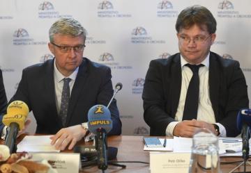 Ministr průmyslu a obchodu Karel Havlíček a náměstek ministra průmyslu a obchodu pro digitalizaci a inovace Petr Očko.