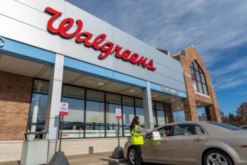 Vyzvednutí zboží na chodníku před Walgreens (Foto: BusinessWire)