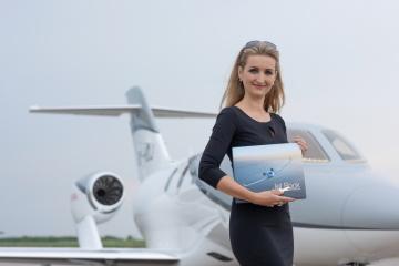 Antónia Lukačínová, autorka knihy JetBook u letadla HondaJet (Foto: Radovan Šubín)