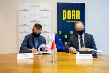 Zleva: Jerzy Dul (PKP PLK SA, Deputy Director of the Silesian Region), Siegfried Weindok (Member of the Board PORR S.A.) Copyright: © PORR