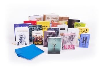 Do charitativní aukce věnovalo knihy 22 českých spisovatelů a osobností. Součástí signované knihy je také osobní dopis autora určený pouze čtenáři, který si knihu vydraží. © Stanislav Hemrle