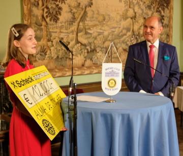 Alma Deutscherová získala ocenění Premio Leonardo da Vinci; Alma Deutscherová a Wolfgang Sobotka, předseda rakouského parlamentu.