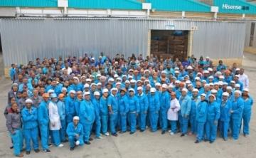 Pracovníci výrobního závodu společnosti Hisense v jihoafrickém Atlantisu