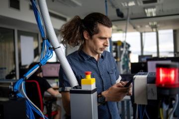 Michal Brouček se přednostně věnuje vývoji zařízení pro průmyslovou automatizaci, založených na platformě OS Linux.