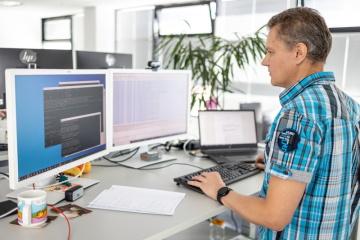 Petr Kramný pracuje ve společnosti Siemens Advanta jako technický projektový vedoucí. Za nejkrásnější okamžiky ve své práci považuje ty, kdy se podaří nový produkt certifikovat.