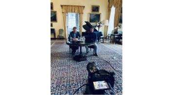 Britský velvyslanec v Praze Nick Archer a Viktor Třebický z organizace CI2, o. p. s. představili dne 20. 9. 2021 na webináři inovovanou kalkulačku osobní uhlíkové stopy